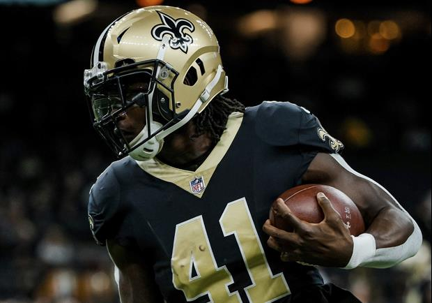 Watch Saints RB Alvin Kamara Pull A Jeep While Holding A Bench Press Bar