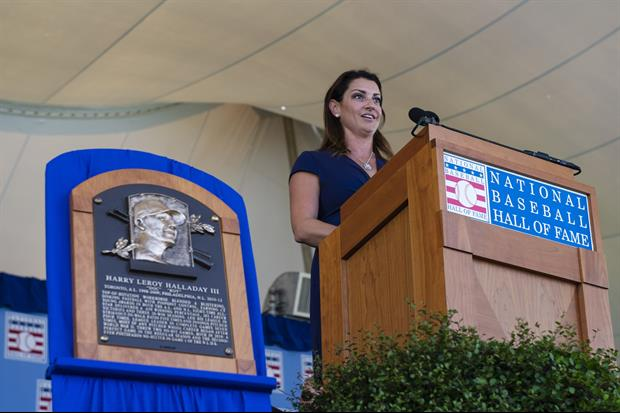 Roy Halladay's Wife Brandy Gives Amazing Emotional Speech At Hall Of Fame Ceremony