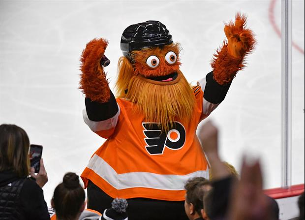 Philadelphia Flyers Mascot Gritty Has A Better Golf Swing Than You