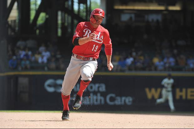 Watch Joey Votto Steal Third As Manny Machado Does 'The Wave' With Crowd