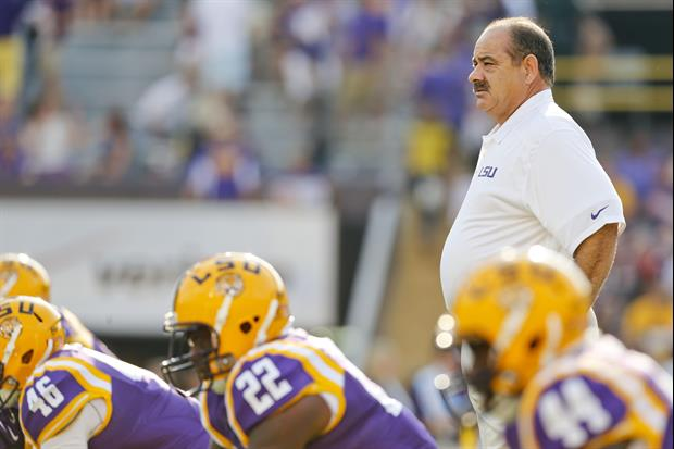 LSU defensive coordinator John Chavis will remain with the Tigers