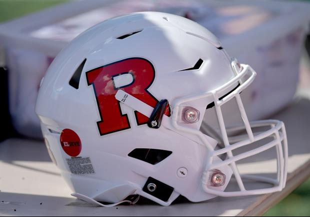 Watch Rutgers Center Punch His QB In The Face To Celebrate Touchdown