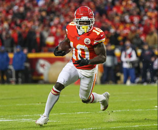 Chiefs' Tyreek Hill Breaks Out 'Peeing Dog' Celebration During Pregame Introductions